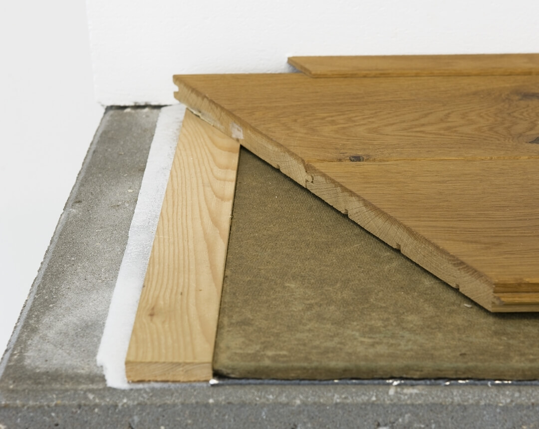 Wooden floor floating on battens