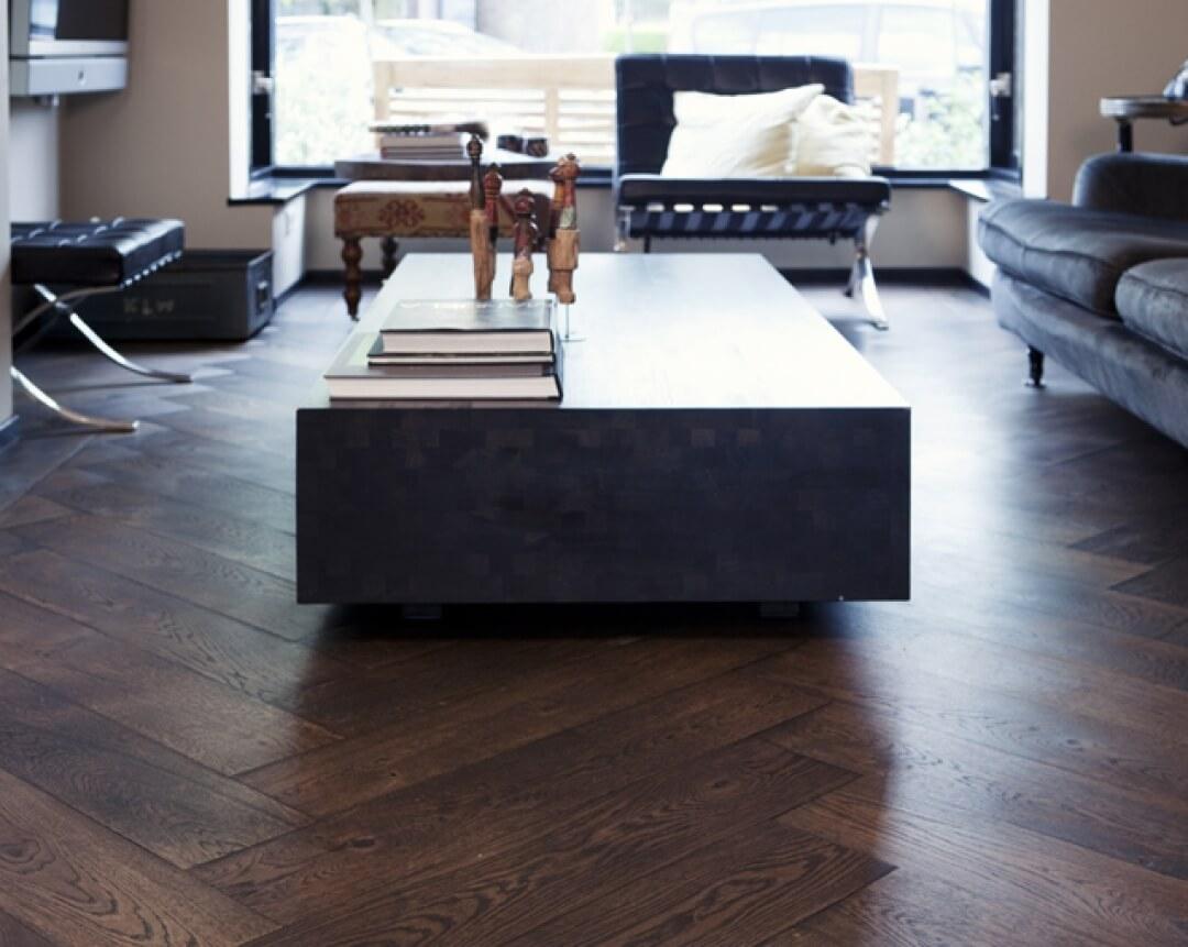 Oak wood flooring in herringbone pattern