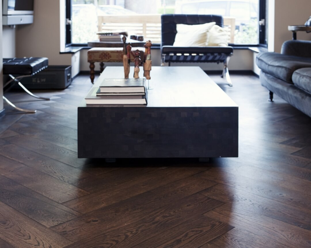 Oak wood flooring in herringbone pattern