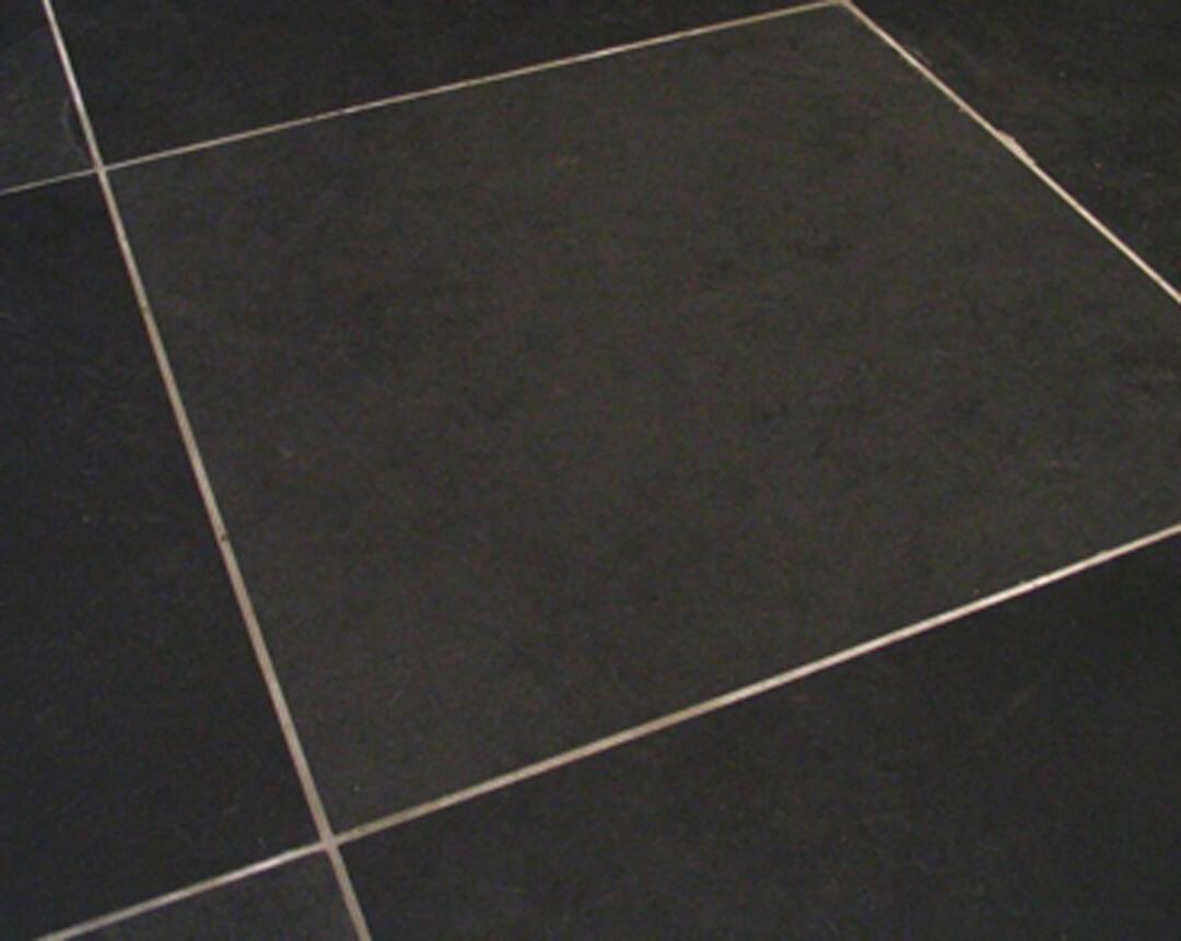 Tile floor with underfloor heating under a wooden floor